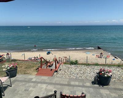 Beautiful Desmond Beach Lakehouse - Fort Gratiot