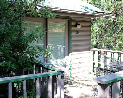 Cozy Suite for Two with Personal Hot Tub and Fireplace - Estes Park