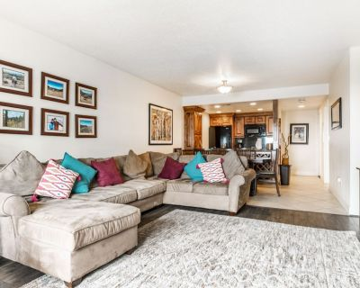 NEW ON VRBO! Short Walk to Skiing and View of Mountain - Downtown Park City