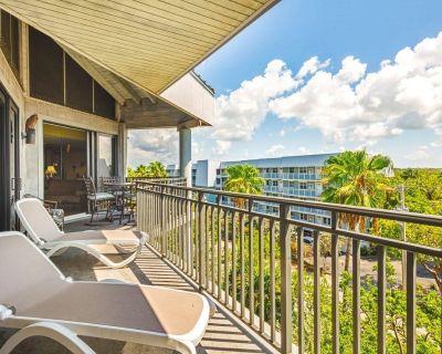 Colorful beachfront condo w/ ocean view balcony & shared hot tub/pool/tennis! - Key West