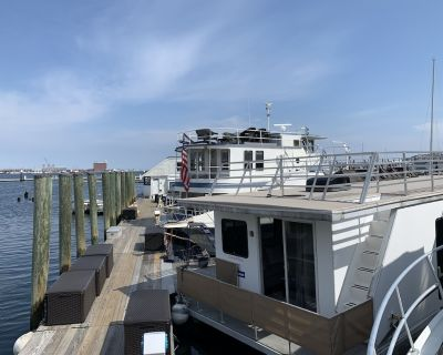 Houseboat Capricornus: Amazing On Water Experience with HUGE Roofdeck! - North End