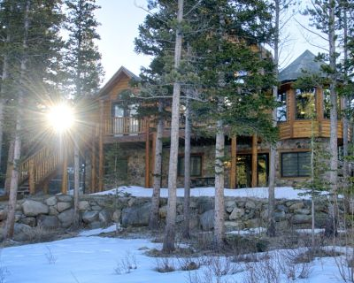 Lake Front Log Home, Amazing Mountain Views, Private Fishing, Close to Skiing - Saint Mary's
