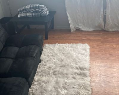 Shared room with shared bathroom - Perris , CA 92571
