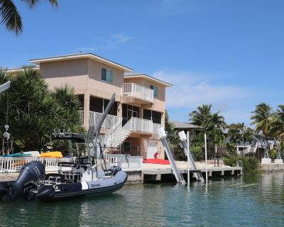 Oceanside, pet friendly, 5/3 smart home with paddle equip.-SUPs, kayaks & canoe - Sugarloaf Shores