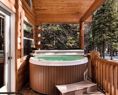 Cozy, waterfront cabin near National Forest w/bridge & hot tub - South Fork
