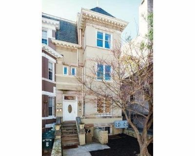 Professionally Managed// 2Bed/2Bath // next to Columbia Heights Metro!