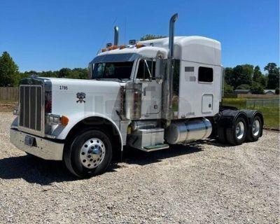 Super Neat 2013 Freightliner Sleeper Cab Semi Truck Dual Exhaust