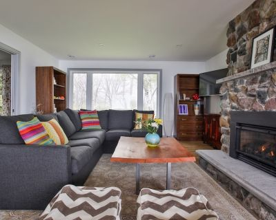 Lakeside PEC - Private Wellington waterfront with fireplace and firepit in the heart of Prince Edward County - Wellington