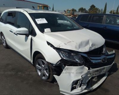 Salvage White 2019 Honda Odyssey