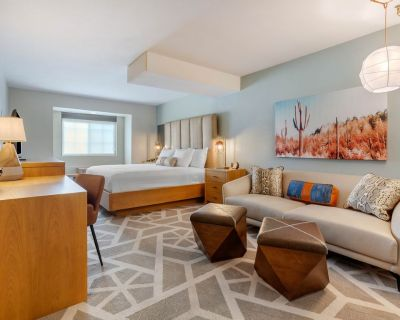 NEW - Heart of Tempe | University Dr | 1 BR + Parking - Tempe