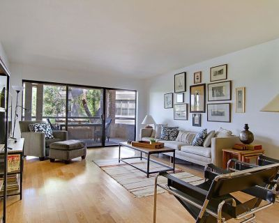 Luxury Rare 3 Bedroom condo overlooking lake and golf course. - Camelback East