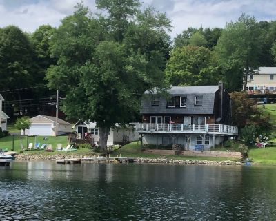 3 Bedroom Lakefront Home with Hot Tub & Fireplace - Town of North Greenbush