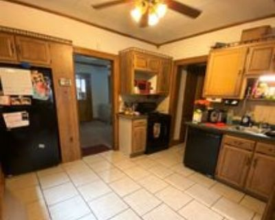 2054 S 77th St #2054S77thS, West Allis, WI 53219 4 Bedroom Apartment