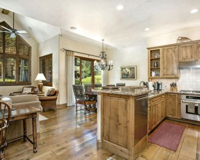 Must See - Million $$$ Town Home - Best Value - Arrowhead