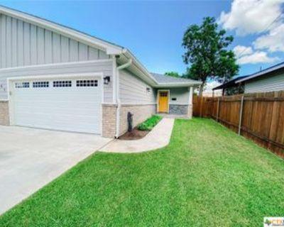 105 S Wheeler St #A, Victoria, TX 77901 2 Bedroom Apartment