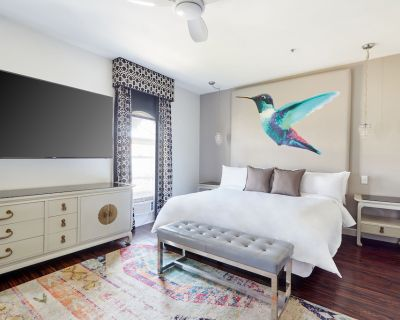 Sonder   Chic Room Steps Away from Rodeo Drive - Beverly Hills