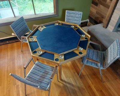 poker/game table w/chairs!!!