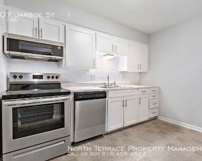 Remodeled 2 Bedroom w/ Modern Kitchen Close to the Plaza