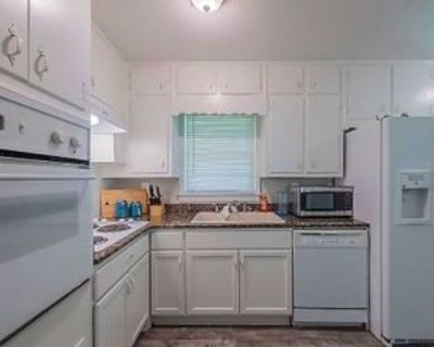 Room for Rent - a 5 minute walk to bus 30, Lilburn, GA 30047 1 Bedroom House