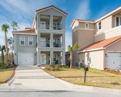 Amazing home near the beach w/ scenic balconies, patio, & gas grill! - Perdido Key