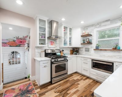 Near Redrocks and Downtown - Urban Farm and Garden Cottage - Morse Park