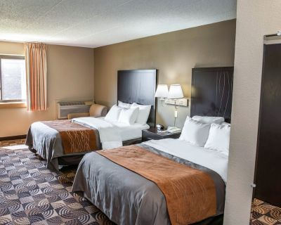 Comfort Inn & Suites North at the Pyramids - Indianapolis