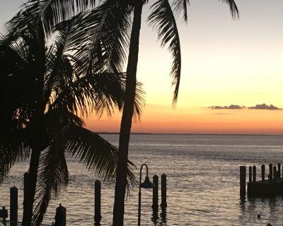Luxury 6th Floor Waterfront Condo Overlooking Sanibel Island ~ Epic Sunsets - Punta Rassa
