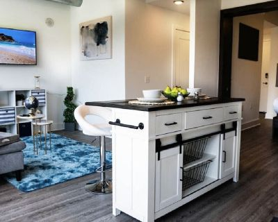 Top Of The Line High Rise Luxurious Loft - Alexandria West