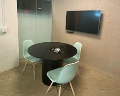 Private Meeting Room for 4 at Launchpad K Street