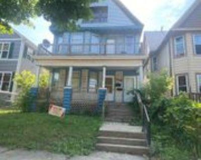 2139 N 36th St, Milwaukee, WI 53208 3 Bedroom Apartment