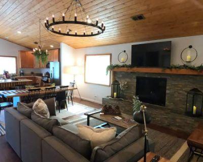 Cozy Production Lodge in Lake Arrowhead, Lake Arrowhead, CA