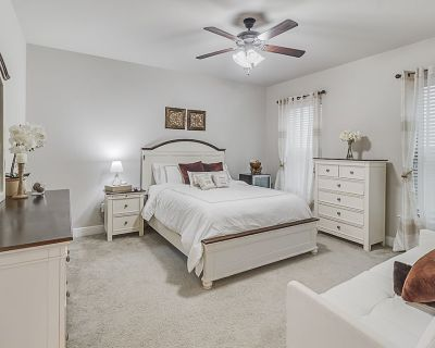 High quality luxury home with many kitchen and room amenities - Youngsville