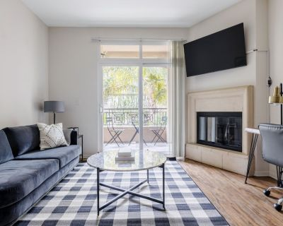 Luxe Playa del Rey 2BR w/ W/D, Gym, Pool, 5 min to beach, by Blueground - Westchester