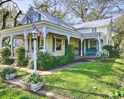 Large Fredericksburg Home < 2 Blocks to Main St! - Fredericksburg