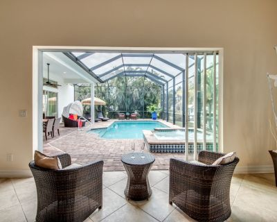 Own private beach Area and Heated Pool Amazing Home..First Class- Villa Azurro - Cape Coral - Yacht Club