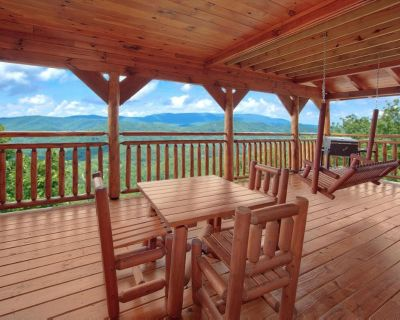 Romantic cabin with hot tub, fireplace, pool table and exceptional mountain views - Pigeon Forge