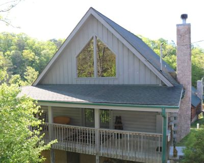 Family-friendly ;Avg. nightly rate $99; 5 miles from Soaky Mtn. Waterpark - Sevierville