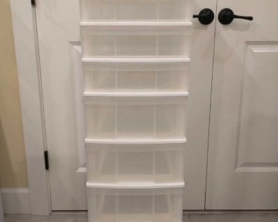 Storage container with 8 drawers