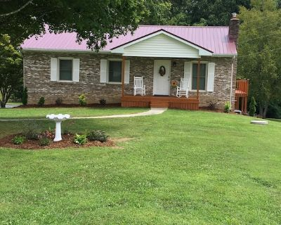 Cozy & Comfortable Private Residence W/ King Master Bed - Hendersonville