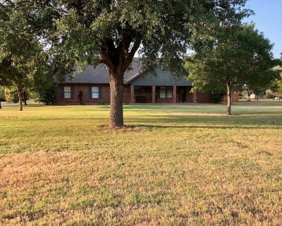 Peace and quiet in this large, beautiful, country retreat with a private pool! - Abilene