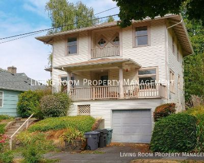 Two Bedroom Upper Floor Unit with Lots of Light and Portland Charm