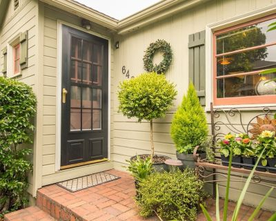 Be delighted! Enjoy this Charming cottage! - First Addition