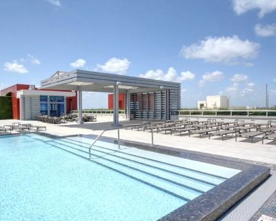 5 Tropical Oasis | ROOFTOP infinity POOL + Hot Tub on Hollywood Boardwalk-Que - Hollywood Beach