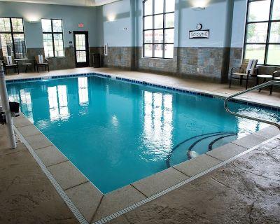 Studio Near U of Kentucky. Free Breakfast. Pool. Gym. - Lexington