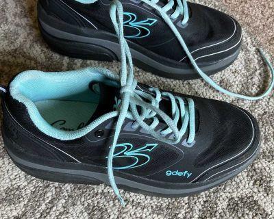 Women s size 8.5 Athletic Shoe