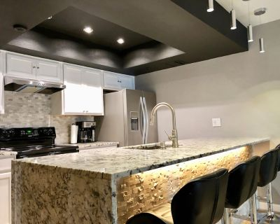 Old Town Scottsdale - Luxury Remodel (Walk to Spring Training Fields) - South Scottsdale