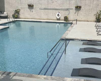 Luxury 2 Bedroom 2 Bathroom Unit W/ Balcony And Pool - Central