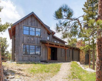 Mountain Retreat Home On 40 Private Acres - Adjacent RMNP - Allenspark