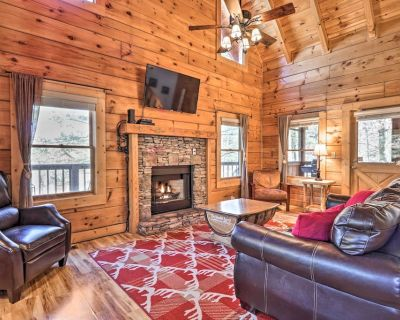 Cozy Cabin w/ Hot Tub in the Heart of Pigeon Forge - Pigeon Forge
