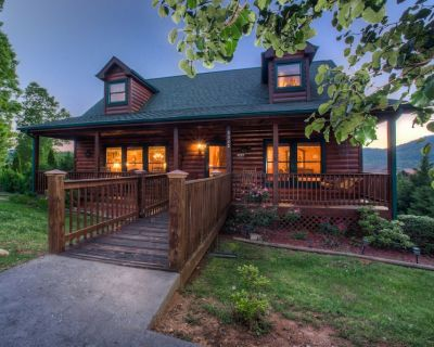 Cabin w/ a private pool & hot tub, front & back decks, sweeping views! - Pigeon Forge